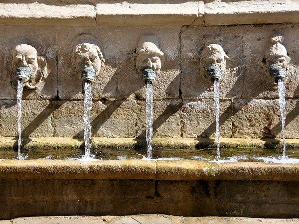 Santa_Coloma_de_Queralt._'Les_Canelles'_fountain._1614.jpg