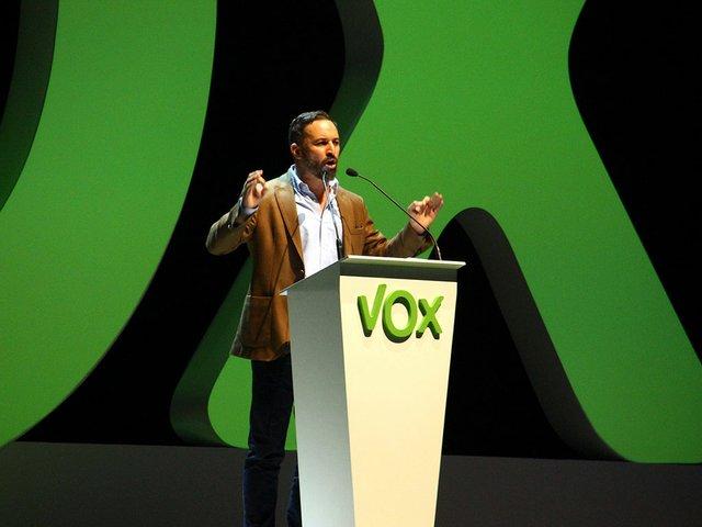 Acto_de_Vox_en_Vistalegre_Contando-Estrelas-from-Vigo,-España-Spain.jpg