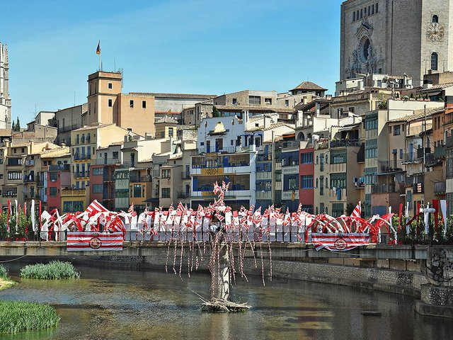 Puente_de_Sant_Agusti-Girona-Alberto-g-rovi-Wikimedia.jpg