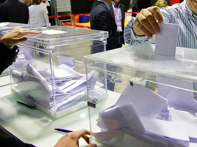 Voting---Photo-courtesy-of-Convergència_Democràtica_de_Catalunya_-_16è_Congrés_de_Convergència_a_Reus_(17)-Convergència-Democràtica-de-Catalunya-Photo-by-Jordi-Play-(2012).jpg