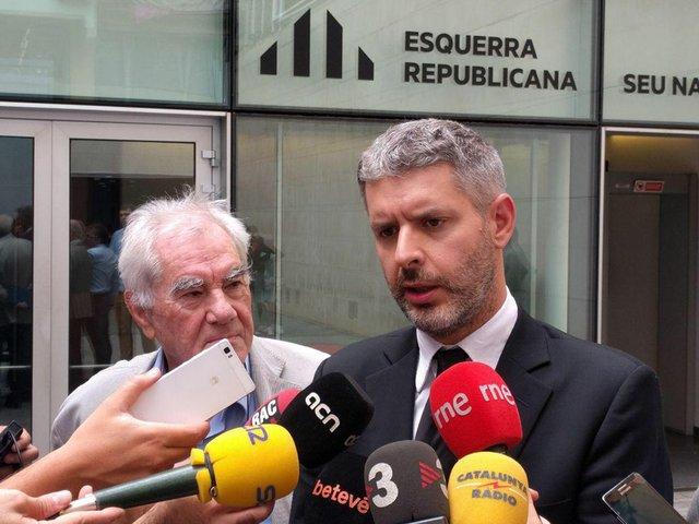 Ernest_Maragall_y_Andreu_Van_Den_Eynde_durante_la_comparecencia_de_prensa-Wikimedia-(2017).jpg