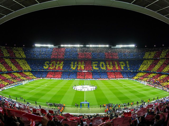 El_Camp_Nou_en_un_partido_de_la_Uefa_Champions_League-Photo-by-Ayman.jpg