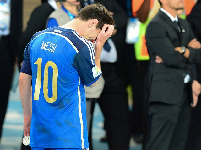 Lionel_Messi_in_tears_after_the_final-Photo-by-Agência-Brasil-(Wikimedia).jpg