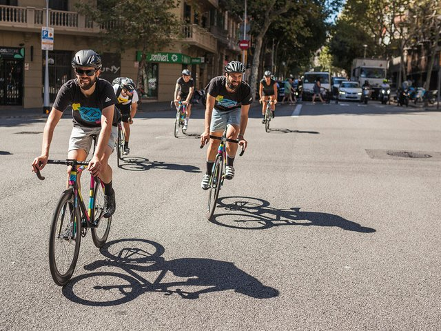 8bar-team-on-the-streets-of-Barcelona-2016-Photo-courtesy-of-8bar-bikes-01.jpg