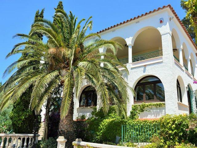 villa-spain-coast.jpg