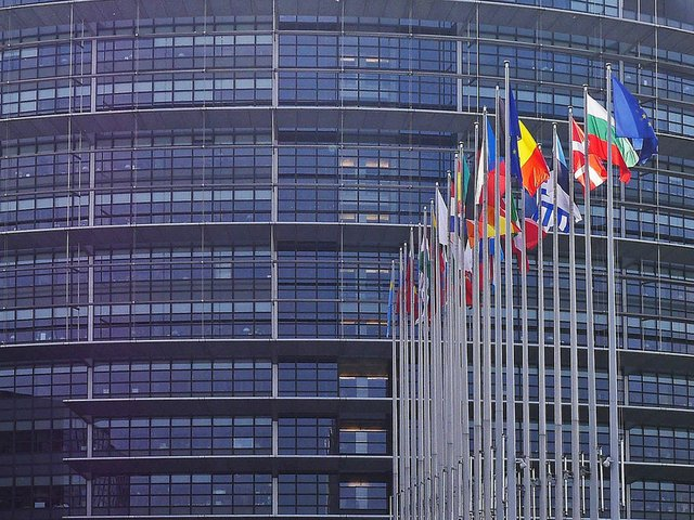European-Parliament-Photo-by-Guilhem-Vellut-(Flickr)-05.jpg
