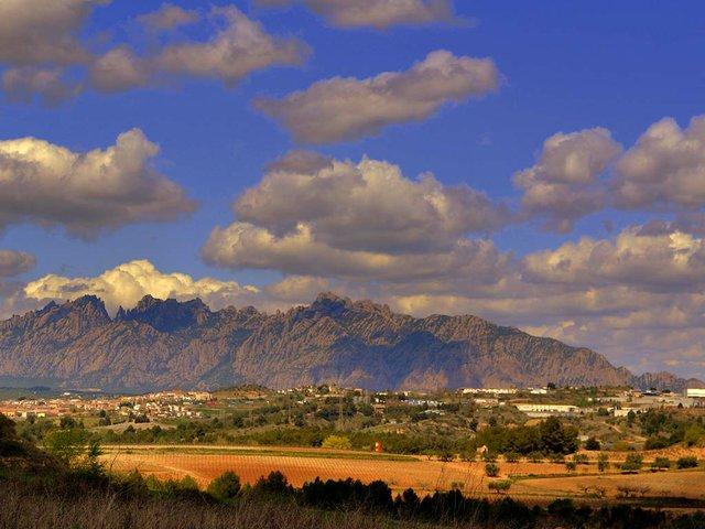Montserrat-Mountain-Photo-by-Angela-Llop-(CC-BY-SA-2.0).jpg