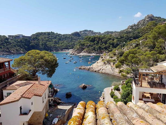 Cala-d'Aiguablava-Begur-photo-by-Myriam-Thyes-(CC-BY-SA-4.0)-4.jpg