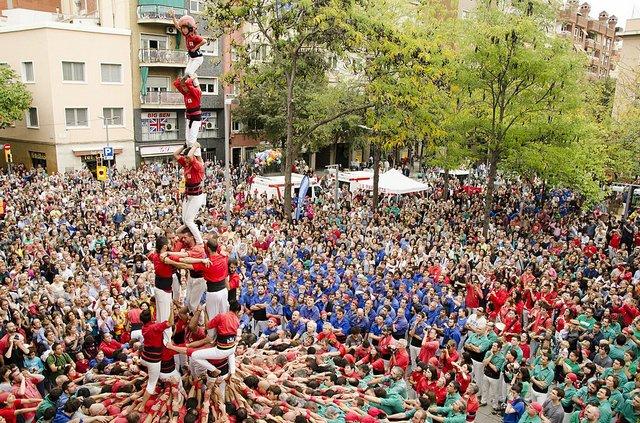 Castellers_de_Barcelona photo by Quim Perelló (CC BY-SA 2.0).jpg