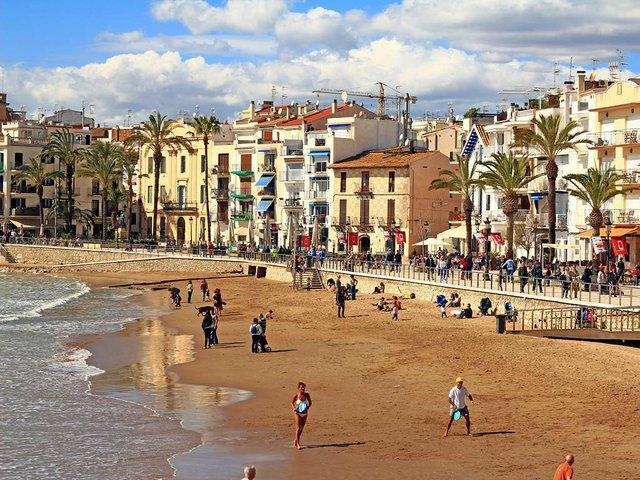 Platja-San-Sebastian,-Sitges-Photo-by-Victor-(CC-BY-NC-ND-2.jpg