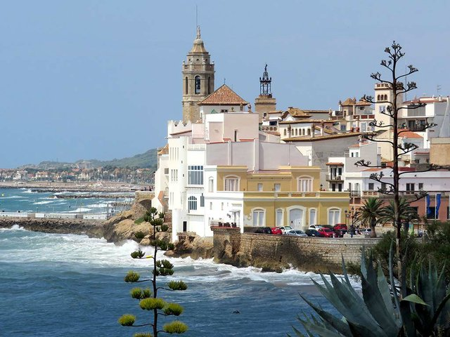 Sitges-La-Punta-Photo-by--R.Hampsink-(CC-BY-SA-4.jpg