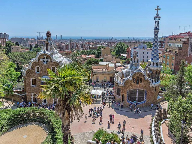 Parc_Güell-photo-by-Jean-Christophe-BENOIST-(CC-BY-3.0).jpg