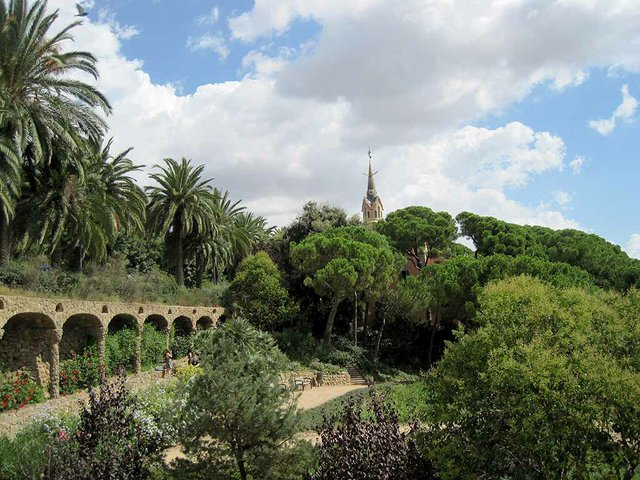 Parc-Güell-photo-by-Bj-Schoenmakers-[CC0].jpg