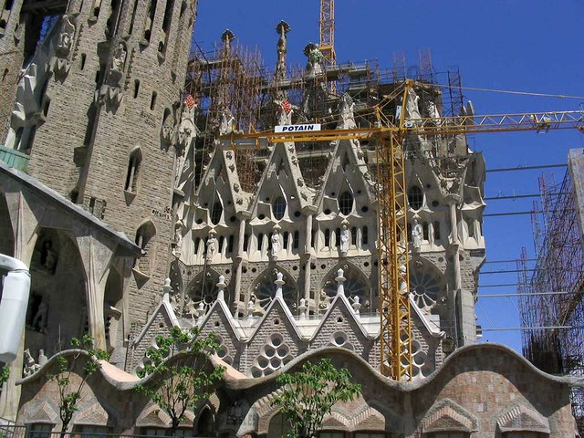 Sagrada-Familia-photo-by-Neusitas-(CC-BY-SA-2.0).jpg
