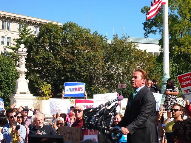 Arnold_Schwarzenegger_speaking-at-the-Gerrymandering-Rally-at-the-Supreme-Court-by-Slowking--October-3,-2017-(GFDL-v1.2).jpg