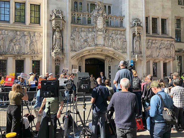 Journalists-assembled-outside-the-Supreme-Court-in-London-as-legal-debates-continue-in-case-brought-by-Gina-Miller-challenging-Boris-Johnson's-decision-to-prorogue-UK-Parliament.jpg
