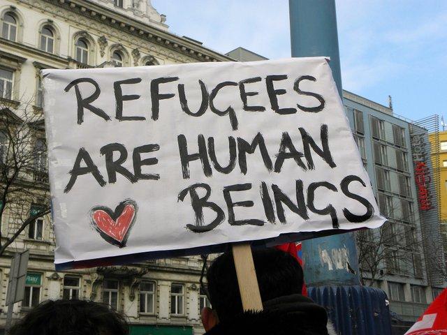 2013-02-16_-_Wien_-_Demo_Gleiche_Rechte_für_alle_(Refugee-Solidaritätsdemo)_Refugees_are_human_beings (CC BY-SA 3.0).jpg