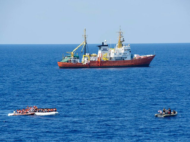 SOS-Mediterranean-ship-MS-Aquarius-rescue-migrants,-July-29,-2016-,-photo-by-US-Naval-Forces-Europe-Aftica-(Public-domain)-01.jpg