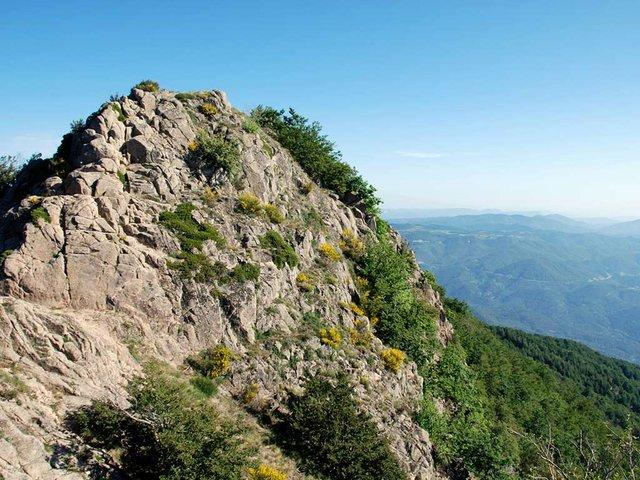 Les-Agudes,-Cresta-dels-Castellets,-Montseny-photo-by-Horrapics-(CC-BY-2.0).jpg