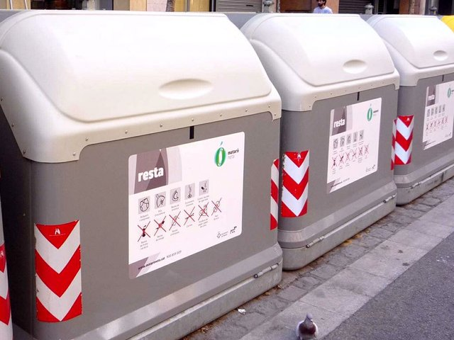 Mataró_-_reciclaje_de_residuos_urbanos_1-Zarateman-[CC0].jpg