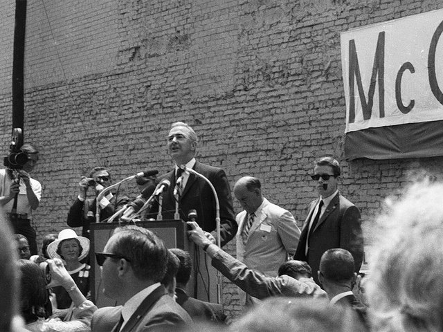 Eugene_McCarthy_1968_Campaign_Seattle-photo-by-Stumanusa-(CC-BY-SA-4.0).jpg