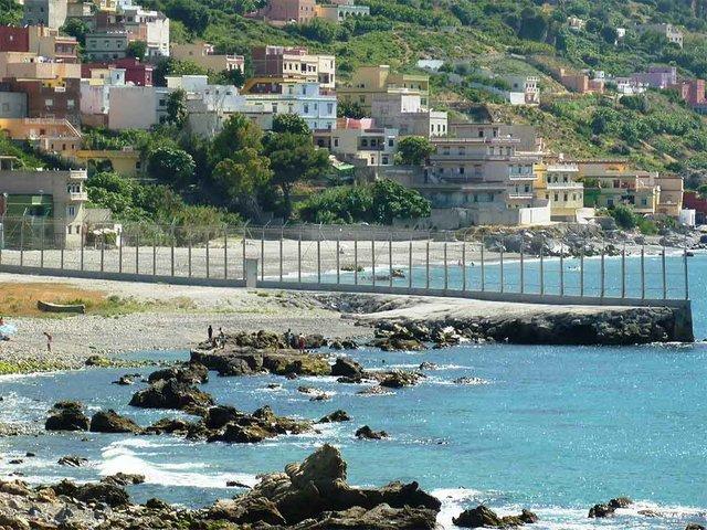 Ceuta_border_fence-photo-by-Mario-Sánchez-Bueno--(CC-BY-SA-2.0).jpg