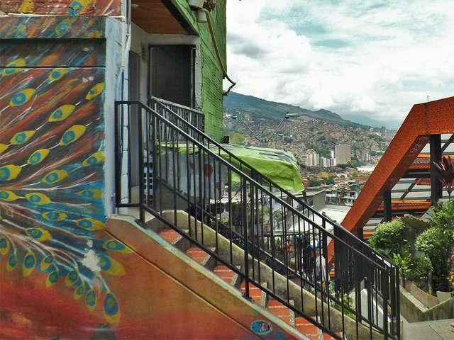 Outdoor-escalators-in-San-Javier,-Medellin,-photo-by-Young-Shanahan-(CC-BY-2.0)-01.jpg