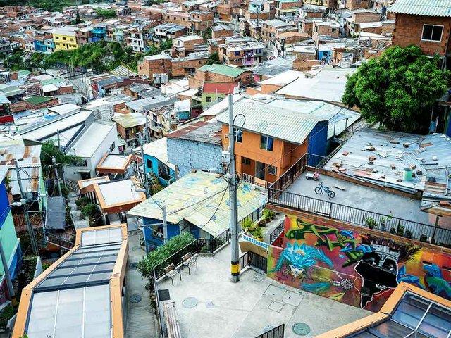 Outdoor-escalators-in-San-Javier,-Medellin,-photo-by-Nigel-Burgher-(CC-BY-2.0)-04.jpg
