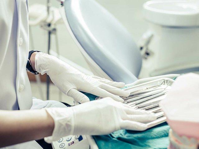 dentists-choose-equipment-table.jpg