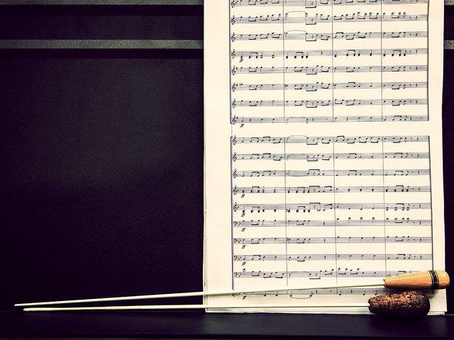 music-sheets-conductor-s-batons.jpg