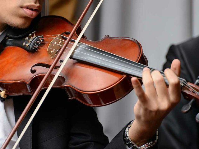 violinist-playing-symphony.jpg