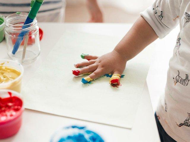 little-child-painting-like-artist.jpg