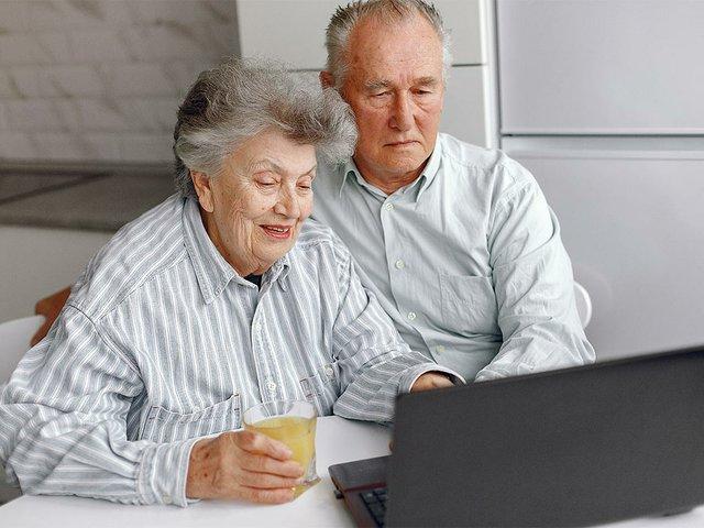 elegant-old-couple-sitting-home-using-laptop.jpg