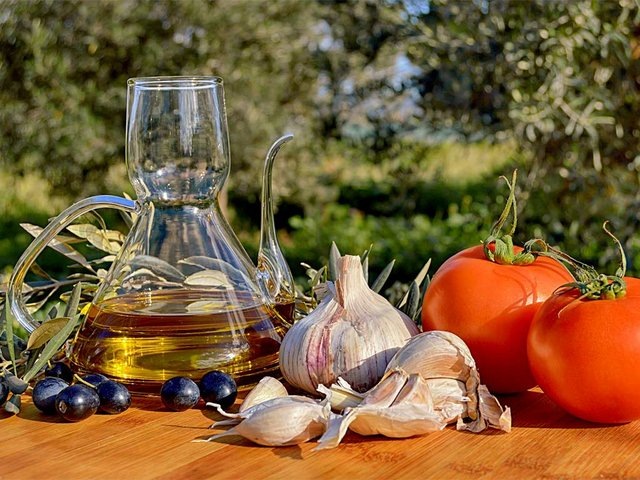 olive-oil-garlic-tomatoes.jpg