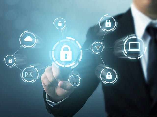 equipo-seguridad-red-proteccion-seguridad-su-concepto-datos-crimen-digital-hacker-anonimo.jpg
