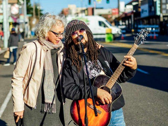 man-woman-sing-together.jpg