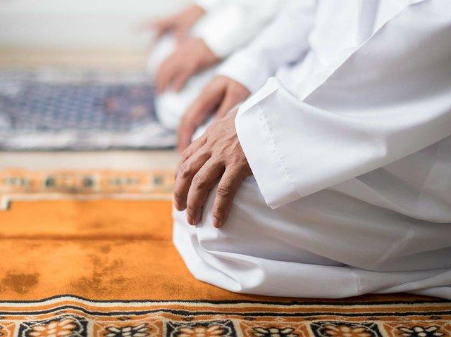 muslim-praying-tashahhud-posture.jpg