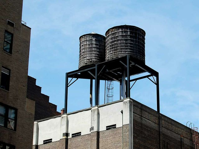 water-towers-on-bulidings-nyc.jpg