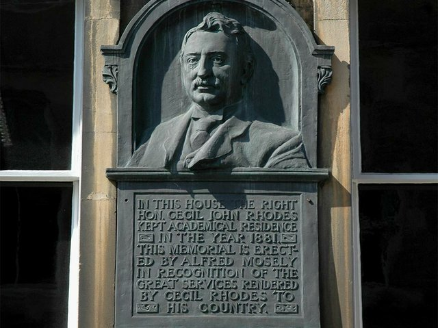 Monument-to-Cecil-Rhodes-in-Alfred-Street,-Oxford-photo-by-Motacilla-Apr-2012,-(CC-BY-SA-3.0).jpg
