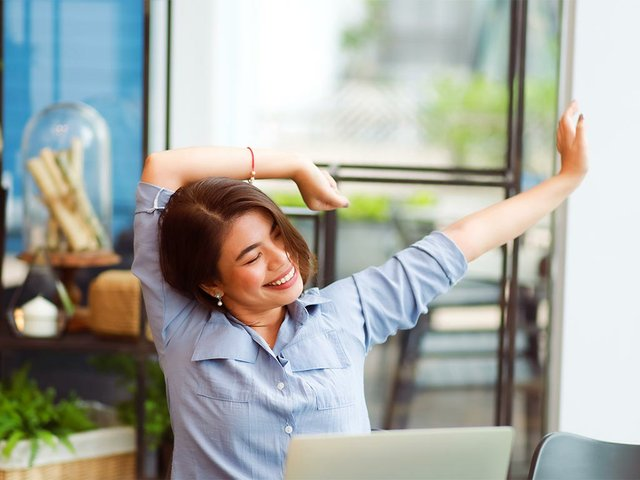 woman-working-stretching-office-syndrome.jpg