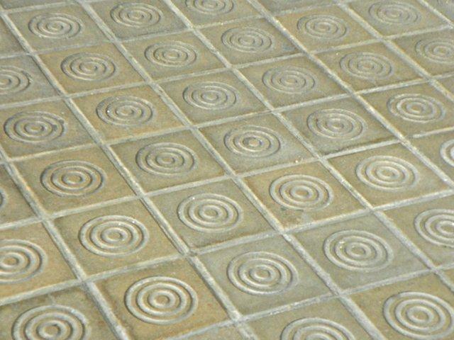 Barcelona-sidewalk-tiles-Jordi-Domènech-i-Arnau-(CC-BY-SA-2.0)-03.jpg