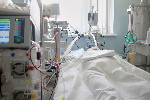 sala-emergencias-cuidados-intensivos-maquina-hemodialisis.jpg