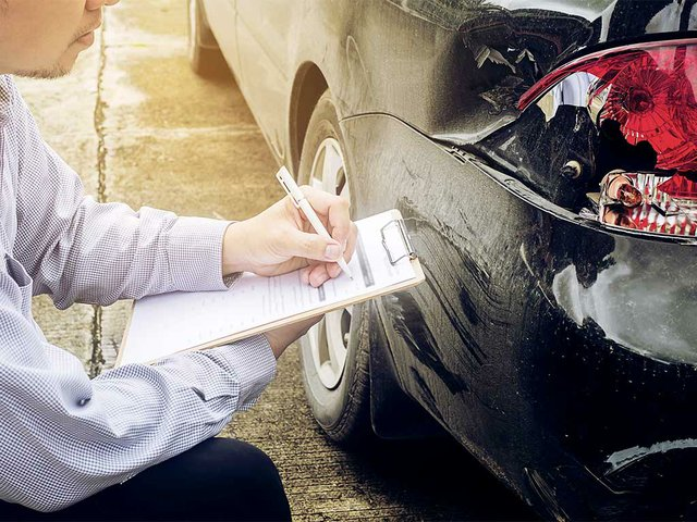 insurance-agent-working-car-accident-claim-process.jpg