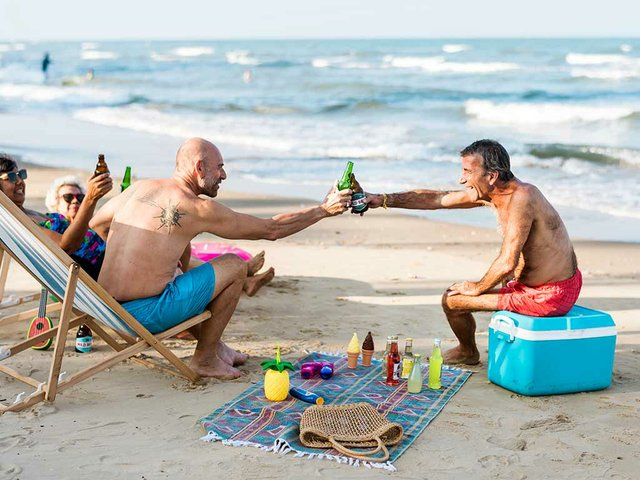 older-friends-having-beers-beach.jpg