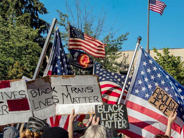 Blue_Lives_Matter_meets_ACAB-photo-by-David-Geitgey-Sierralupe-from-Eugene,-Oregon-(CC-BY-2.0).jpg