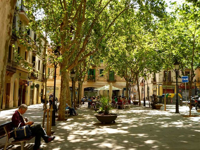 Plaça-de-Rovira-i-Trias-in-Gràcia-photo-by-Oh-Barcelona-(CC-BY-2.0).jpg