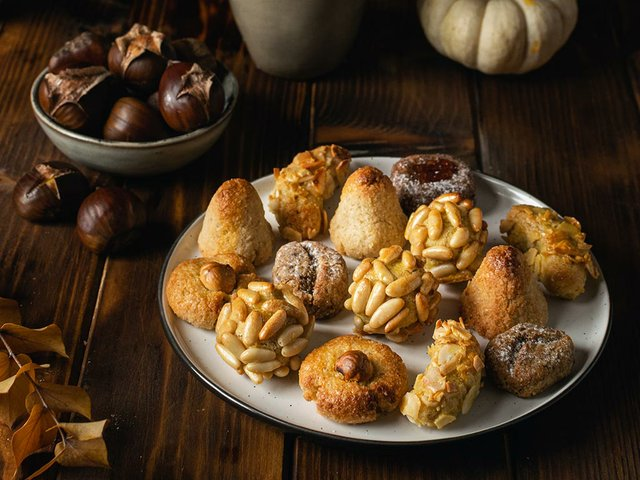 all-saints-day-marzipan-sweet-panellets-roasted-chestnuts-tots-sants.jpg