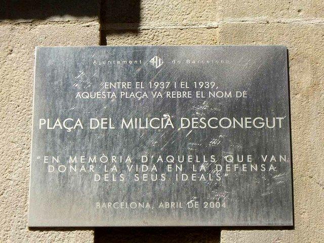 Placa_del_milicia_desconegut_photo-by-John-Levin-(CC-BY-SA-2.0-)-via-Wikimedia-Commons.jpg