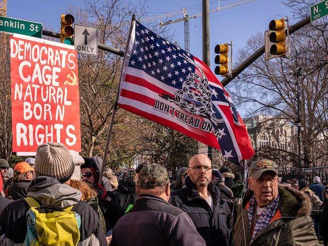 photo-by-Mobilus-in-Mobili,-Preo-gun-rally-in-Richmond-Virginia-Jan-20-2020-(CC-BY-SA-2.0)-02.jpg
