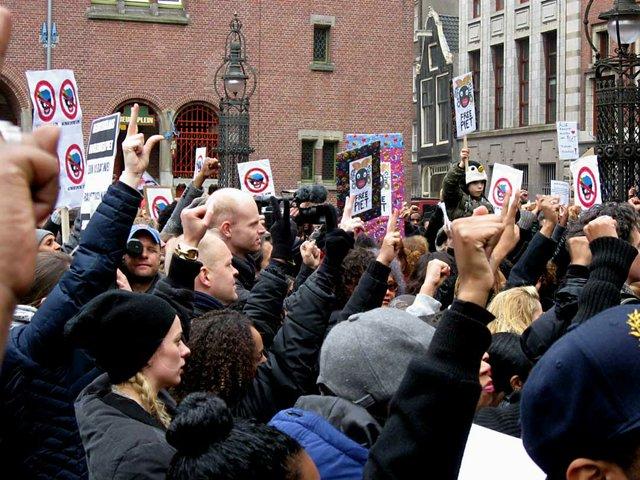 November-2013-protest-in-Ameterdam-Nov-16-2013-photo-by-Constablequackers-(CC-BY-SA-3.0)-via-Wikimedia.jpg